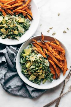Healthy Meals Okay, Avocado Kale Caesar Salad is a life-changer! Kale, avocado, and crunchy seeds drenched in a quick creamy avocado caesar dressing that can easily be made vegan, too. Toss some crispy sweet potato fries in are you are SET FOR LIFE. Vegetarian Recipes, Healthy Recipes, Vegan Vegetarian, Vegan Meals, Healthy Meals, Dinner Healthy, Delicious Recipes, Vegetarian Sweets, Cheap Recipes