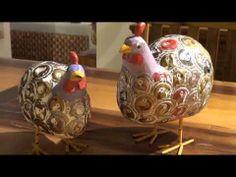 תרנגולות מעץ ממוחזר, פקקים ממוחזרים ובעבודת יד