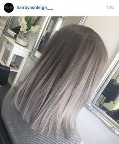 Silver Grey Hair – Biggest Hair Trends – 10 coupes de cheveux, coloration… - Top Of The World Silver Grey Hair, Silver Color, Ash Grey Hair, Grey Blonde Hair, Light Ash Brown Hair, Gray Color, Silver Ombre Short Hair, Grey Dyed Hair, Blonde Shades