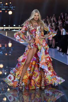 Pin for Later: Seht alle Fotos der Victoria's Secret Fashion Show Elsa Hosk