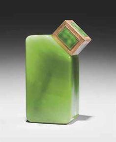 *Baccarat pour Ybry 'Femme de Paris', 1925 Flacon de parfum en cristal blanc de section rectangulaire en laiton doré émaillé vert émeraude*