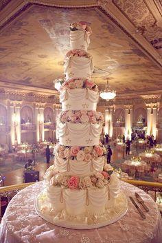 Now that's a wedding cake! Cake Gâteau de mariage / wedding cake wedding cake by Rosebud Cakes Huge Wedding Cakes, Elegant Wedding Cakes, Beautiful Wedding Cakes, Gorgeous Cakes, Wedding Cake Designs, Pretty Cakes, Dream Wedding, Wedding Day, Extravagant Wedding Cakes