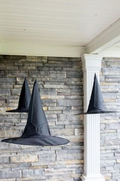 19 Simple and Cheap DIY Halloween Decorations for 2019 - juelzjohn - - Halloween is one of the most fun holiday.Here is a list of 19 cheap DIY Halloween decorations to spice your house.Spooky,thrilling,haunting all in one place. Bolo Halloween, Adornos Halloween, Halloween Tags, Scary Halloween, Halloween 2019, Halloween Camping, Vintage Halloween, Reddit Halloween, Victorian Halloween