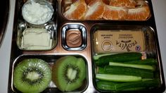 A quick and easy lunch box with half cottage cheese and half mozzarella, some cucumber sticks, a kiwi and a naartjie. Cohen Diet Recipes, Lunch Recipes, Healthy Recipes, Easy Lunch Boxes, Prepped Lunches, Diet Breakfast, Diet Menu, Health Diet, Healthy Eating