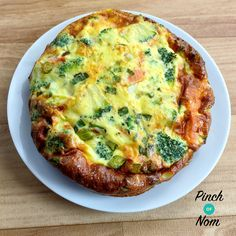 Syn Free Smoked Salmon and Broccoli Quiche | Slimming World - http://pinchofnom.com/recipes/syn-free-smoked-salmon-and-broccoli-quiche-slimming-world/