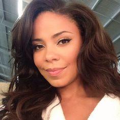 Sanaa Lathan Looking Above Lens Take Great Selfies (with Great Hair!) Like Sanaa Lathan Sharon Stone, Divas, Sanaa Lathan, Natural Hair Styles, Long Hair Styles, Wig Styles, Hollywood, Beautiful Black Women, Stunning Women