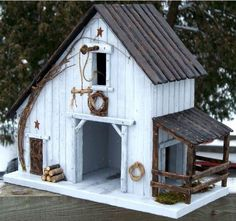 Charming DIY Bird House Ideas For Your Backyard - birds - Vogelhaus Bird House Plans, Bird House Kits, Bird Houses Diy, Fairy Houses, Homemade Bird Houses, Decorative Bird Houses, Bird House Feeder, Bird Feeders, Birdhouse Designs