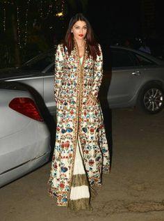 Aishwarya Rai Bachchan at Saudamini Mattus wedding reception in Mumbai. Bollywood Outfits, Bollywood Fashion, Indian Attire, Indian Outfits, Designer Party Wear Dresses, Indian Designer Suits, Indian Gowns Dresses, Dress Indian Style, Designs For Dresses
