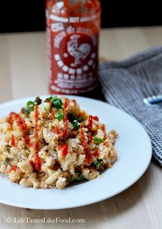 Mac and cheese is quite possibly one of my favorite comfort foods. And hot sauce? Hot sauce is my best friend. This sriracha mac and cheese has it all. Best Macaroni And Cheese Recipe Ever, Best Mac And Cheese, Mac Cheese, Sriracha Recipes, Cheese Recipes, Pasta Recipes, Cooking Recipes, Yummy Recipes, Foodies