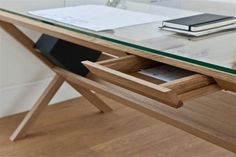 wooden-desk-with-extra-storage-for-files.jpg (800×533)