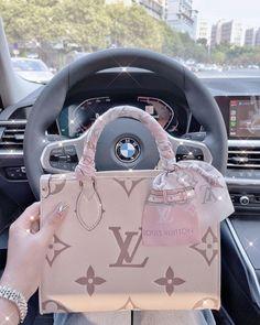 Trendy Purses, Cute Purses, Pochette Louis Vuitton, Louis Vuitton Handbags, Dior Handbags, Purses And Handbags, Replica Handbags, Luxury Purses, Luxury Bags
