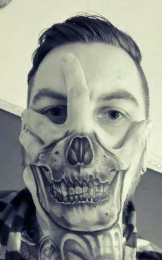 Skull Hand Tattoo Over Face Hand skull face tattoo Skull Face Tattoo, Skull Tattoos, Black Tattoos, Tattoo Ink, Tatoos, Hot Guys Tattoos, Hand Tattoos For Guys, Finger Tattoos, Herren Hand Tattoos