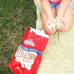 The perfect picnic food: #PopcornIndiana! Thanks for sharing this with us, @tractor04david! #Regram #popcornLover #InstaSnacks #snackskidslove #snacksmomslove #snacksdadslove #picnic #popcornLover #kettlecorn #foodlover #GlutenFreeFood #GlutenFreeLife