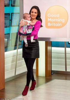 Robin Meade, Smile Pictures, Submissive Wife, Tv Girls, Good Morning Britain, New Readers, Vintage Tv, Blouse And Skirt, Leather Skirt