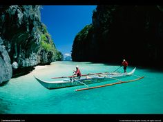 Palawan - This boat looks like it's suspended in mid air