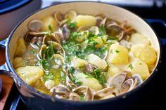 Patatas con almejas / Potatoes with clams #Recetas Hojiblanca  #Saludables https://www.facebook.com/Hojiblanca