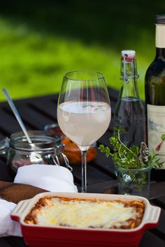 Das beste Lasagne Bolognese Rezept mit einfachen Barilla Nudeln. Diese leckere Lasagne schmeckt besser als beim Italiener und ist einfach nachzukochen.