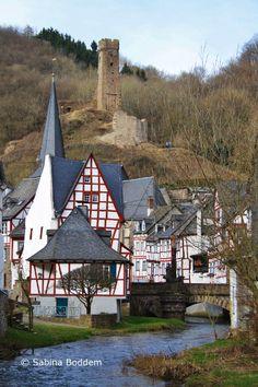Als es am Sonntag, den 08. März so frühlingshaft war, hatten wir Lust auf einen kleinen Ausflug und haben uns für Monreal am Elzbach in der Eifel entschieden. Leider war dort der Himmel im Gegensat…