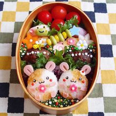 Loving Wife Crafts Colorful, Pop Culture-Inspired Bento Boxes for Her Husband - essen - Bento Ideas Bento Box Lunch For Kids, Bento Kids, Cute Bento Boxes, Japanese Bento Box, Japanese Food Art, Japanese Snacks, Food Art For Kids, Cute Food Art, Desserts Japonais