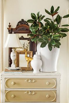 10 Ways to Decorate with Magnolia this Christmas: Jar Your Memory