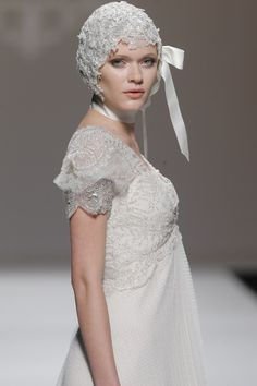 M&M. #BarcelonaBridalWeek 2014 runway. Desfile de M&M. en la #BarcelonaBridalWeek 2014 #Bride #Barcelona #Bridal #Fashion http://www.barcelonabridalweek.com/en/