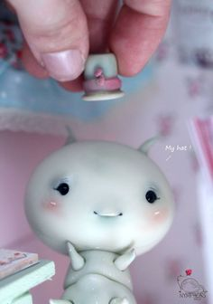 Yes ! you can move Chouchou's hat ! It's a magnet :)) - Get yours on www.nympheasdolls.com