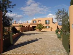 4 bedroom villa with heated pool in Sesmarias, Lagoa, Algarve, Portugal - Fully renovated 2 storey rustic villa within a large, fully fenced plot. The villa is within walking distance to Carvoeiro centre and its beaches and only a short drive from some spectacular golf courses. - http://www.portugalbestproperties.com/component/option,com_iproperty/Itemid,16/id,1000/view,property/#
