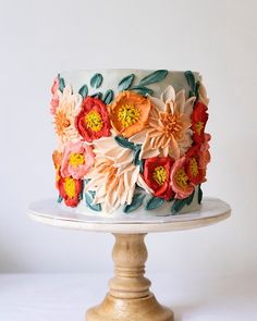 Creative hand-painted cake, you will love it - Lilidiy - - In the current baking industry, a variety of cake decoration skills emerge one after another, ordinary cakes can not meet the needs of people, so some baki. Gorgeous Cakes, Pretty Cakes, Cute Cakes, Amazing Cakes, Bolo Cake, Hand Painted Cakes, Think Food, Piece Of Cakes, Fancy Cakes