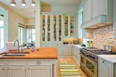 Montreal kitchen renovations and custom kitchen cabinets direct from the manufacturer. Kitchen Inspirations, Kitchen Flooring, Kitchen, Home, Kitchen Design, Kitchen Remodel, Kitchen Renovation, Glass Fronted Kitchen Cabinets, Kitchen Design Trends