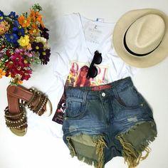 Vamos curtir o final de semana com um look leve? Disponíveis: t-shirt  shorts jeans.  Compre pelo site http://ift.tt/PYA077. Dúvidas ou informações pelo Whatsapp 47 9953-1716.