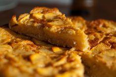 Täytä kotisi kanelin tuoksulla tämän perinteisen omenapiirakka reseptin avulla. Reseptistä tulee pellillinen muhkeaa piirasta joka ei jätä nälkäiseksi!
