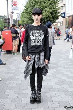 Black Lipstick, Nose Ring, Dark Fashion & Chain Creepers in Harajuku, tokyofashion.com