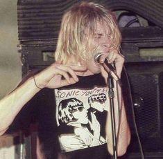 Kurt Cobain Style, Kurt Cobain Photos, Nirvana Kurt Cobain, Hip Hop 90, Kurt Corbain, Pretty People, Beautiful People, Donald Cobain, Estilo Grunge