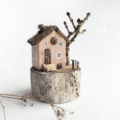 Driftwood little houses Cork Crafts, Wooden Crafts, Diy And Crafts, Painted Driftwood, Driftwood Crafts, Driftwood Sculpture, Paper Houses, Wood Houses, Ideias Diy