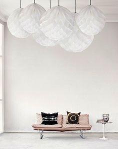 Interesting : Accumulation lampions en papier pour contrer la hauteur de plafond.