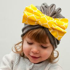 How to sew a cute bow. Free Tutorial by DIY Crush