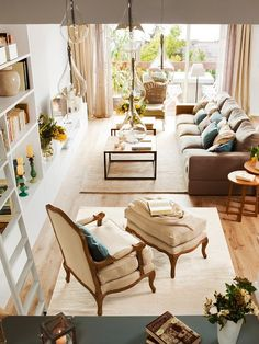 triplex con un interior refinado y fresco chic and deco