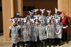CARNAVAL 2014 - Dolors Iborra - Álbumes web de Picasa. Les zebres 2n. Lion King Play, Lion King Theme, Lion King Jr, Dyi Costume, Costume Carnaval, Animal Costumes, Baby Costumes, Jungle Party, Baby Party