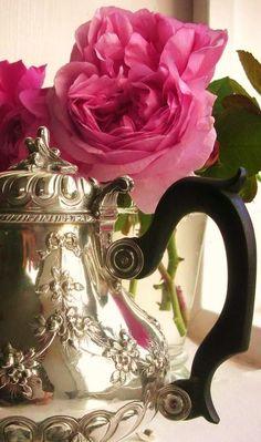 ballerina67:  Teapot and Roses http://pinterest.com/pin/119275090101193398/