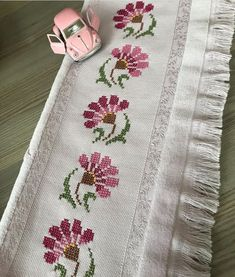 1 million+ Stunning Free Images to Use Anywhere Cross Stitch Letters, Cross Stitch Bookmarks, Cute Cross Stitch, Beaded Cross Stitch, Cross Stitch Rose, Cross Stitch Borders, Cross Stitch Flowers, Cross Stitch Designs, Cross Stitching
