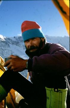 Rob Hall had summited Everest five times. However, the mountain proved that even the most seasoned climbers are no match for its powers. Rob Hall, Monte Everest, Photo Vintage, Braveheart, Mountain Climbing, Top Of The World, Mountaineering, Climbers, Viajes