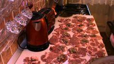 Мясные рулетики с грибной начинкой - YouTube Baked Pork, Butcher Block Cutting Board, Beef, Baking, Youtube, Recipes, Food, Meat, Bakken