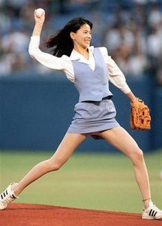 マジで!? MAJI DE!?: Ceremonial first pitches by female personalities