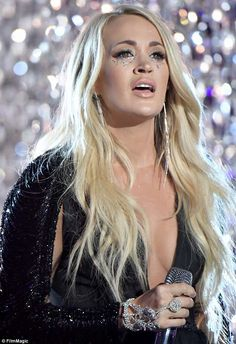 Carrie Underwood performs emotional rendition of Cry Pretty at CMTs - Tear struck: As a nod to the song's lyrics, Carrie had tear drop-like silver glitter running down - Carrie Underwood Feet, Carrie Underwood Pictures, Olivia Munn Pics, Katy Perry Hot, Country Music Artists, Country Singers, Cmt Music Awards, Prettiest Actresses, All American Girl