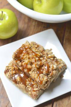 Gluten Free Salted Caramel Apple Pie Bars | Virtually Homemade #glutenfree #fallfest