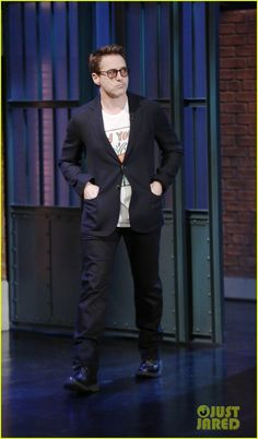 ✌️Robert Downey, Jr. is all smiles while making an appearance on Late Night with Seth Meyers on Thrusday (October 9) in New York City. The 49-year-old actor talked…✌️ Crediti : Just Jared Passate dal nostro gruppo : https://www.facebook.com/groups/907125109438778/ Instagram : https://www.instagram.com/robert.downey.jr.italy/ -Stark-