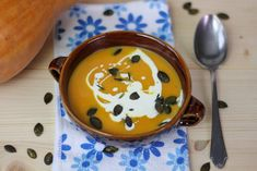 Pumpkin soup with a touch of spicy pepper. Served with cream and croutons. Spicy Pumpkin Soup, Cream Of Pumpkin Soup, Cream Soup, Butter Recipe, Bon Appetit, Soup Recipes, Chili, Stuffed Peppers, Vegetables