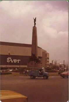 Ever Emporium Gotesco Cinema 3 & Caloocan Manila. Philippines Culture, Manila Philippines, Retro Pi, Filipino Culture, Filipiniana, Pinoy, Vintage Pictures, Cool Photos, Interesting Photos