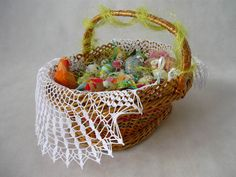 Crochet napkin on Easter basket  from MariArt by DaWanda.com Napkin hand-made on crochet. Napkin is in white, will be the perfect gift or a beautiful decoration of the table.  This napkin you can use also as decorations for the Easter basket. #Easter #Easterbasket #MariArtShop #Wielkanoc #koszyk