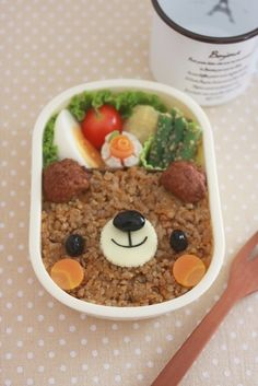 Cute Soboro Meat Bear Kyaraben Bento Lunch (Soya-Seasoned Minced Meat over Rice) Kawaii Bento, Cute Bento, Japanese Food Art, Japanese Dishes, Bento Recipes, Dog Food Recipes, Cute Food, Yummy Food, Kids Menu